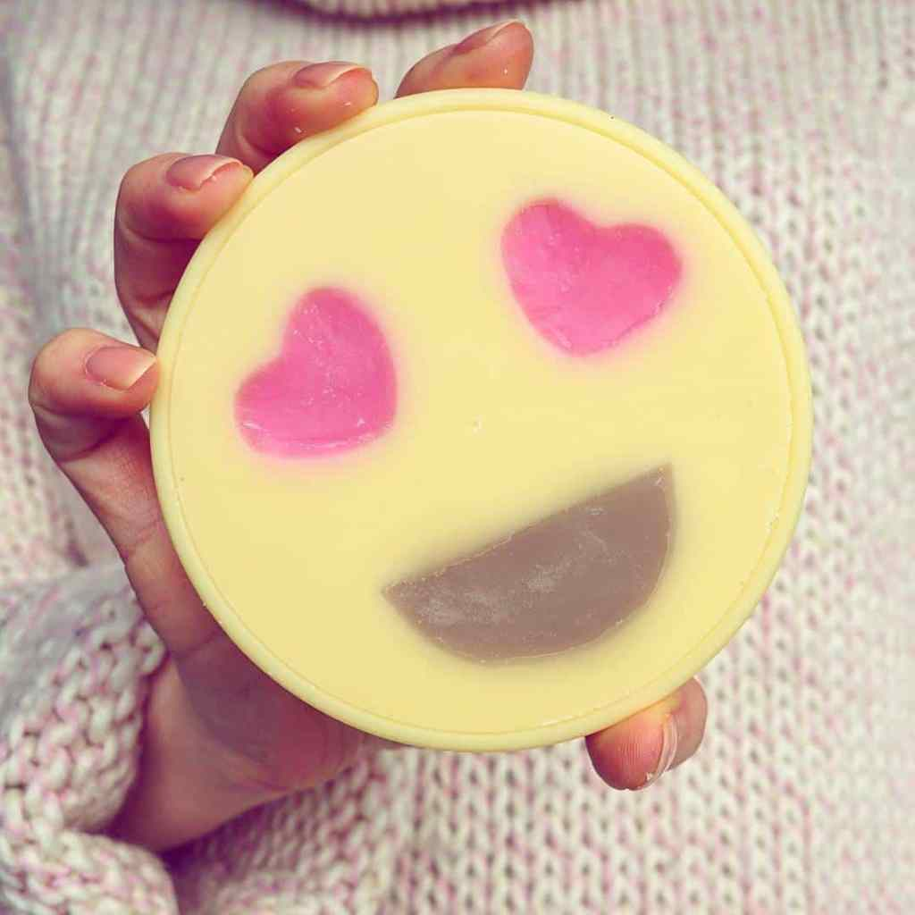 diy EMOJI Lotion Massage Bars makersgonnamake diyblogger metoday instame dotdhellip
