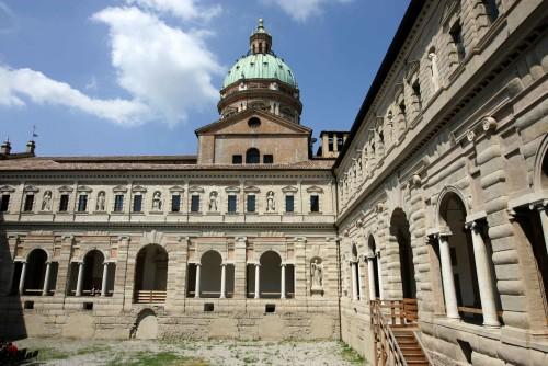 I chiostri di San Pietro, una delle sedi espositive di Fotografia Europea