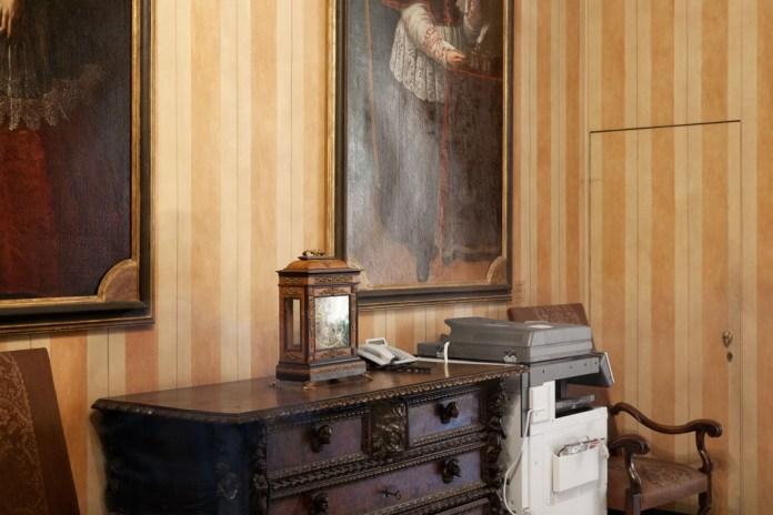 Giulia Ticozzi_exposed_palazzo marino corridoio