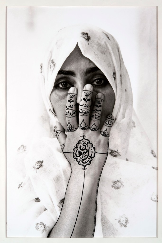 Shirin Neshat, Birthmark, 1995 Black & white RC print & ink | stampa bianco e nero su carta politenata, inchiostro Photo taken by Cynthia Preston 153.5 x 107.3 cm © Shirin Neshat Courtesy Gladstone Gallery, New York and Brussels Private Collection, Sassuolo (MO). Photo: Rolando Paolo Guerzoni