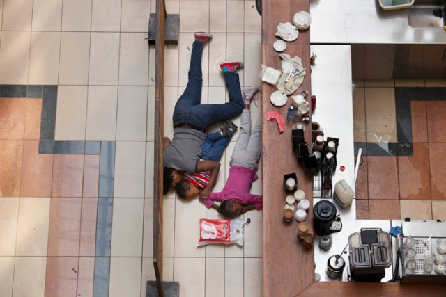 TYLER HICKS. Attacco terroristico al Westgate Mall. Nairobi, Kenya, 2013 © T. Hicks/The New York Times (ROBERT CAPA GOLD MEDAL 2013).