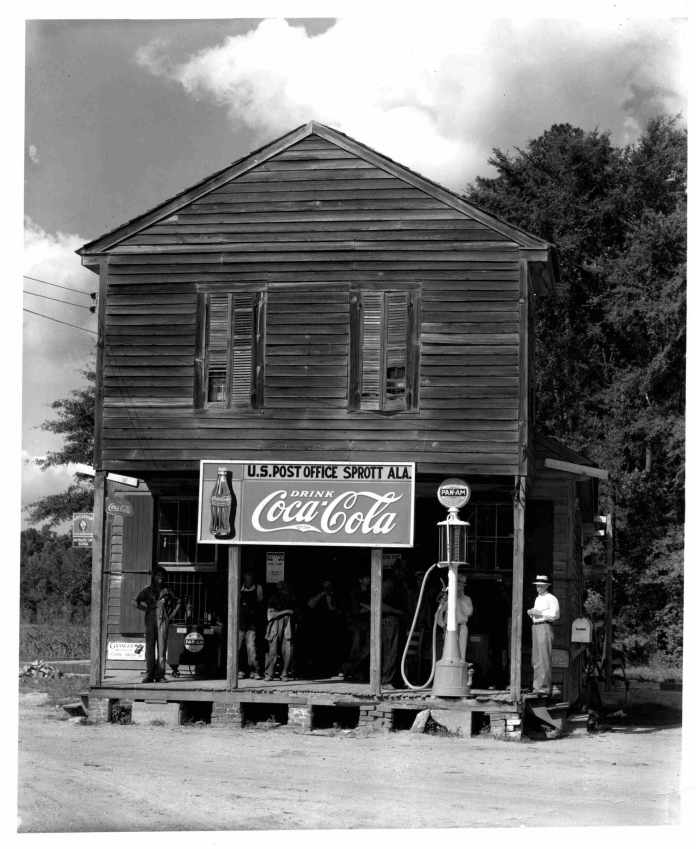 W. Evans Italia _ _Walker Evans, Crossroads General Store and Post Office, Sprott, Alabama, 1936, Coll privata © W Evans Archive, The Met