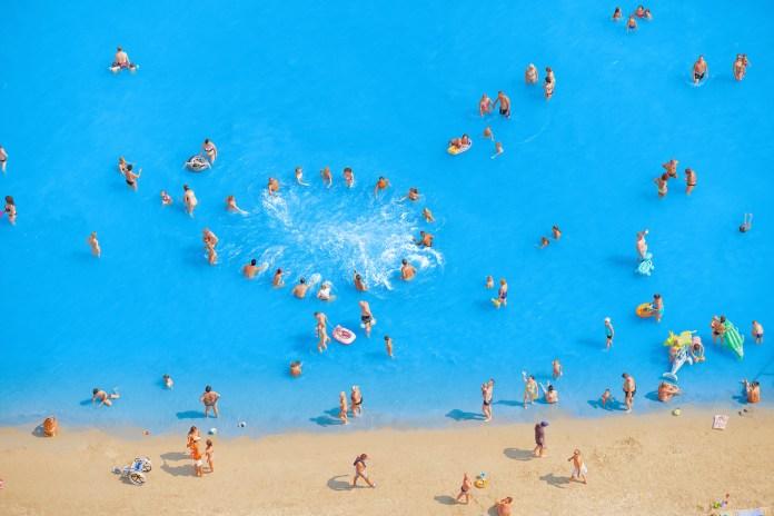 Adriatic Sea (staged) Dancing People 2015 © Olivo Barbieri
