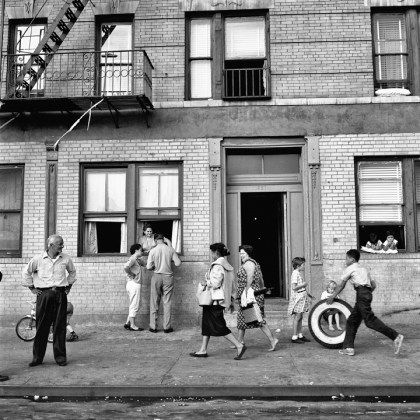 New York, 28 settembre 1959 © Vivian Maier/Maloof Collection, Courtesy Howard Greenberg Gallery, New York