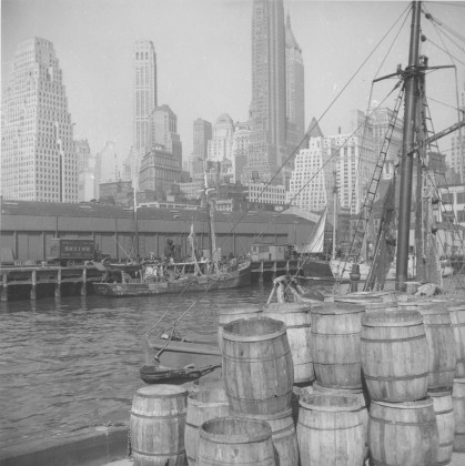 Fulton fish market, NYC, May 1943