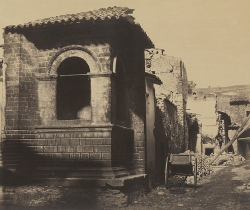 Robert MacPherson Street View in Norcia, after the Earthquake, from casa Cipriani, 1860-61, albumina, cm 31 x 37 Courtesy Biblioteca Luigi Poletti, Modena