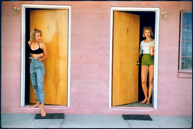 USA. Las Vegas, Nevada. 1957. Showgirls. © Elliot Erwitt / Magnum Photos