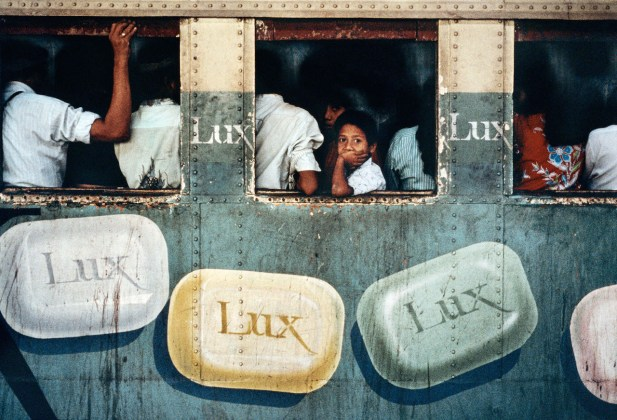 Steve McCurry, Rangoon, Birmania, 1994 © Steve McCurry