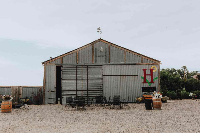 Exploring Idaho Wineries - Huston Vineyards - The Mandagies
