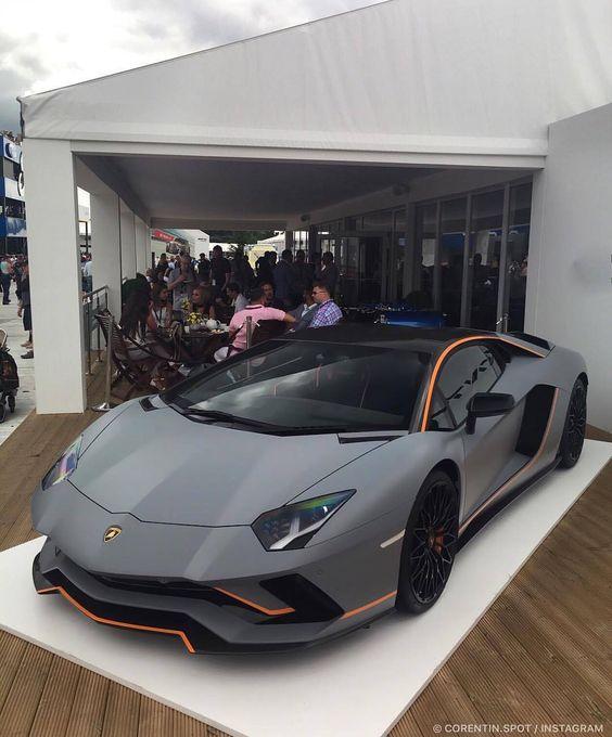 gray Lamborghini