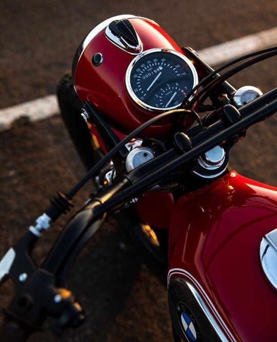 red bmw motorcycle
