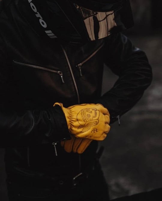 leather riding gloves with skull