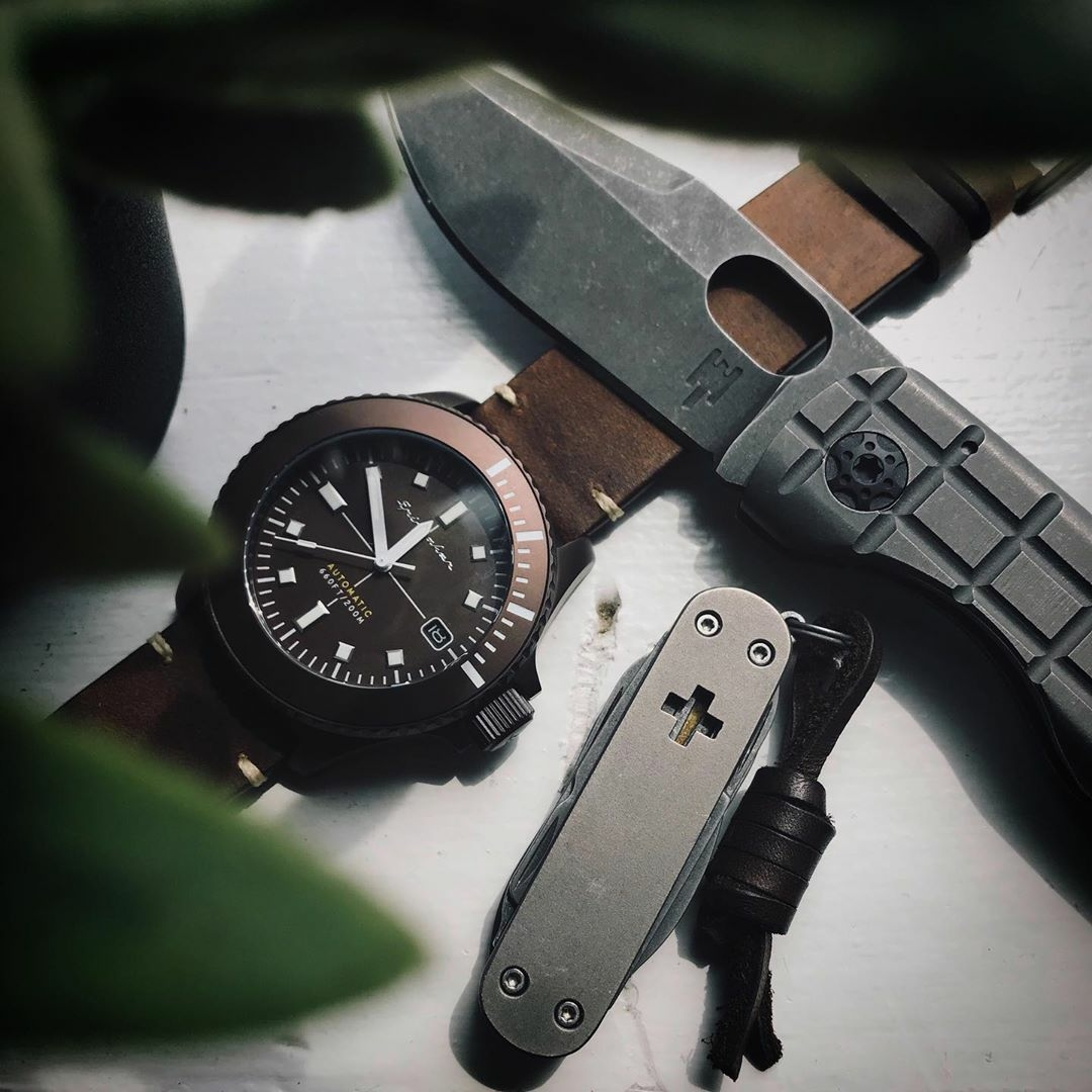 edc with watch folding knife and pocket knife