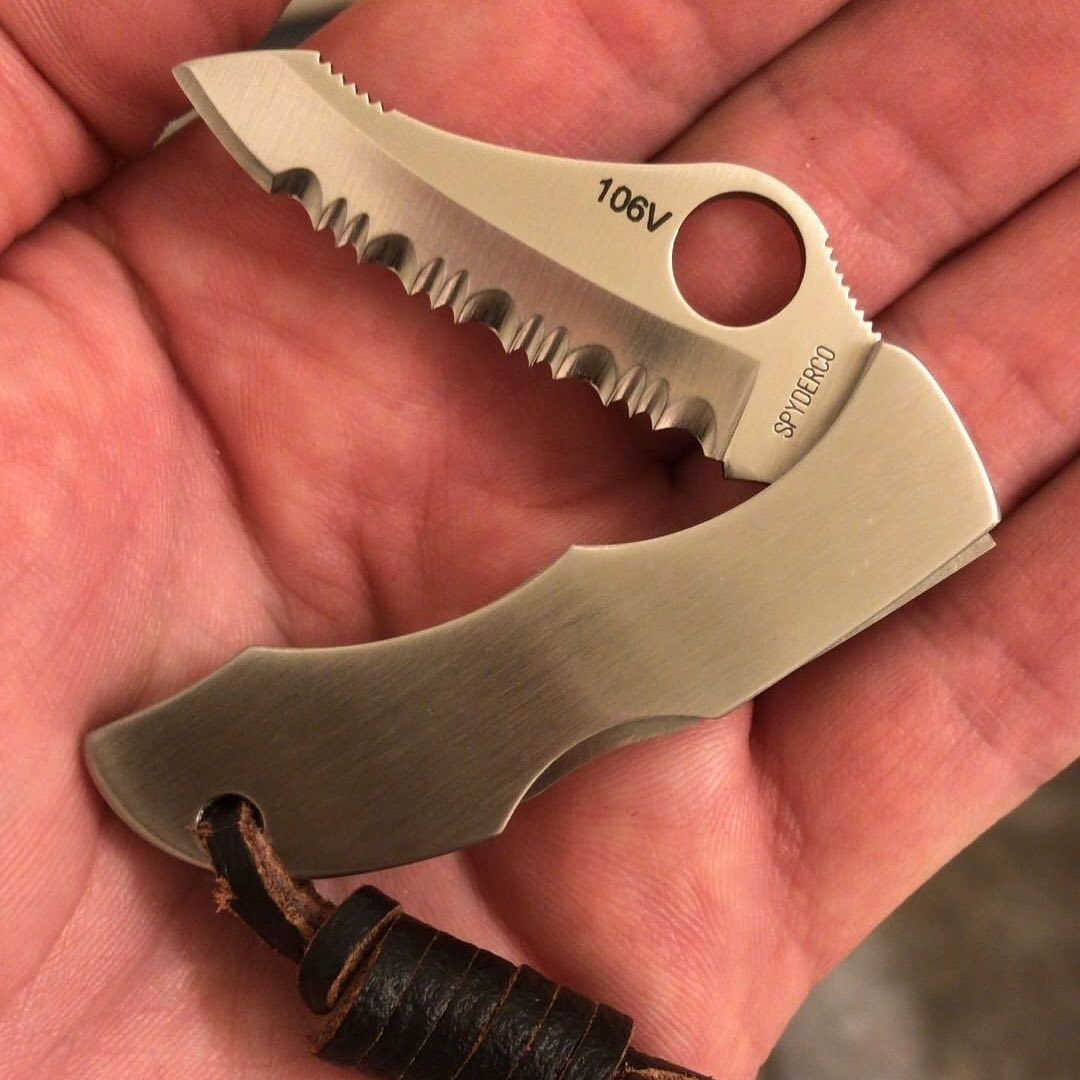 handy little spyderco folding pocket knife