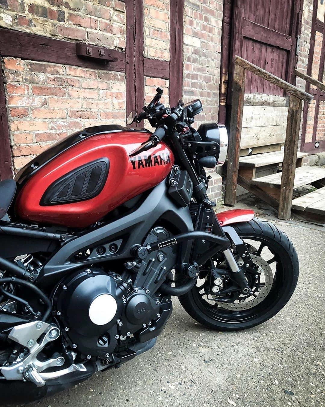 red yamaha motorcycle