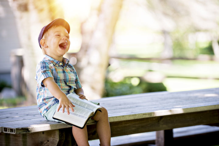 Summer break means lots of free play time, but we also want our kids to keep learning. These free printable reading charts will help keep your kids motivated to learn all summer long.