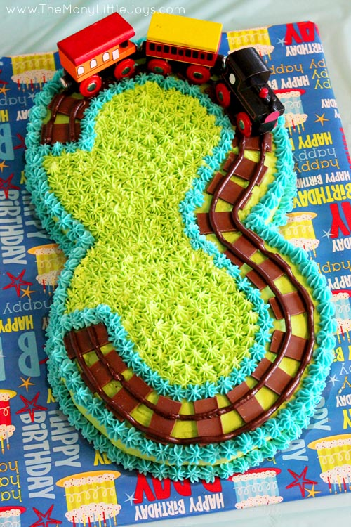 Have a birthday boy in your house and need some inspiration? These eight totally-doable DIY birthday cakes for boys have got you covered.