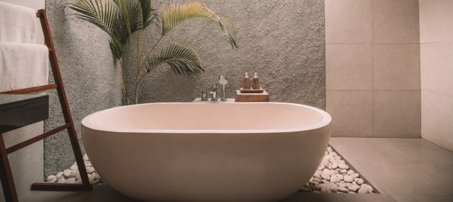Bath temperature affects your sleep, so time your pre-sleep bath just right!