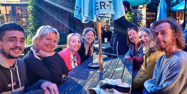 7 improvisers catching up in a pub garden after their first in real life drop-in since 2019