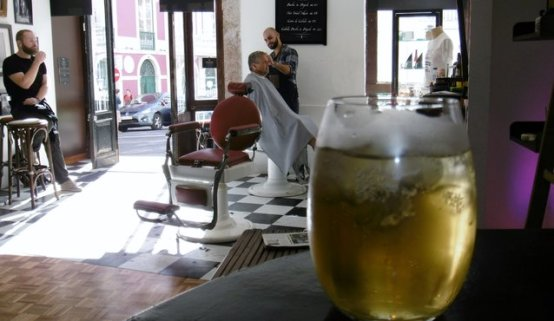 Gabi's glass of cider fronts the barbershop,where Luis gets to work on yours truly