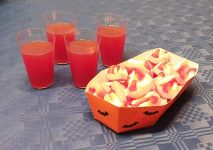 Halloween dolce con ragnetti fantasmini e cocktail