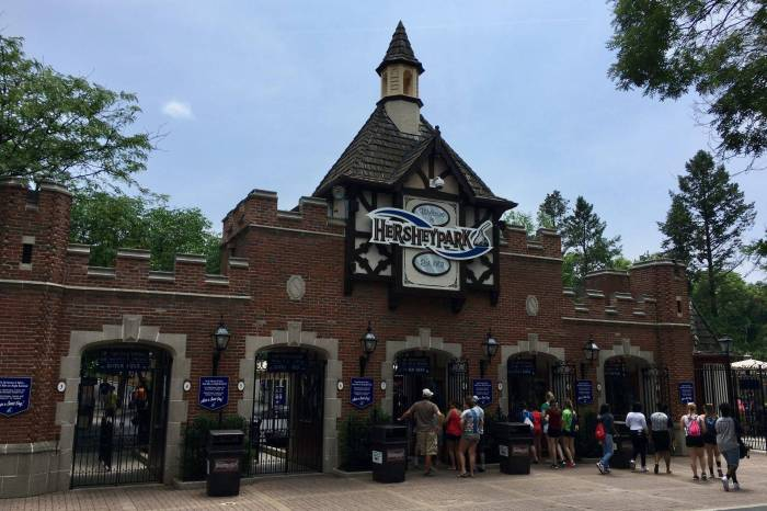 Sometimes it's hard to say goodbye: Hersheypark's Tudor entrance