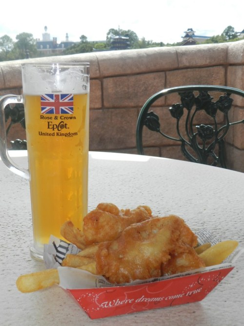 Rose and Crown Pub Cider with Fish and Chips at Disney's Epcot. #disneytips #epcot