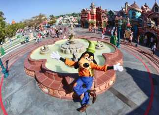 Goofy in Mickey's Toontown at Disneyland