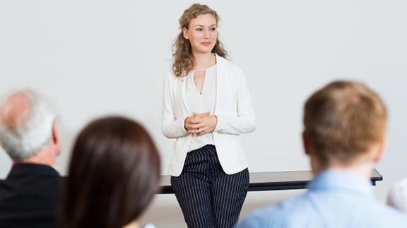 femme présentation réunion