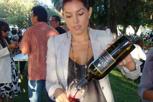 A guest pours Ceja Wine at Sabor del Valle