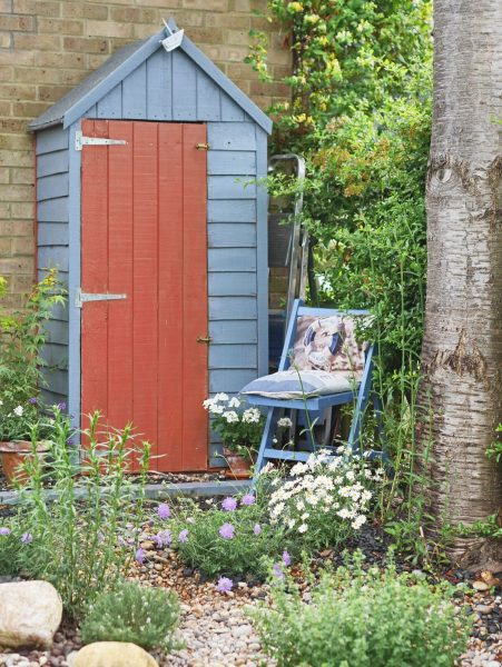 Paint your shed in contrasting colours
