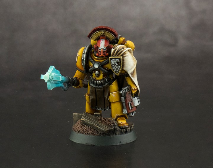Imperial-Fist-Captain-FINISHED-01
