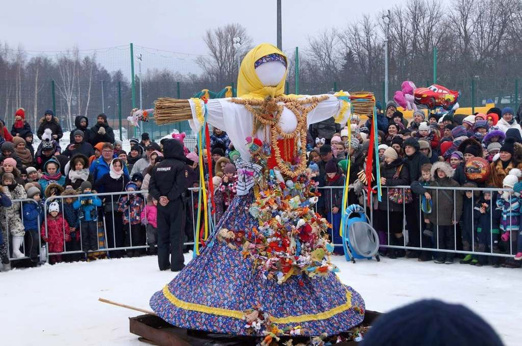 Large crowd gathered around a Maslenitsa doll in Russia during the annual spring Maslenitsa festival.