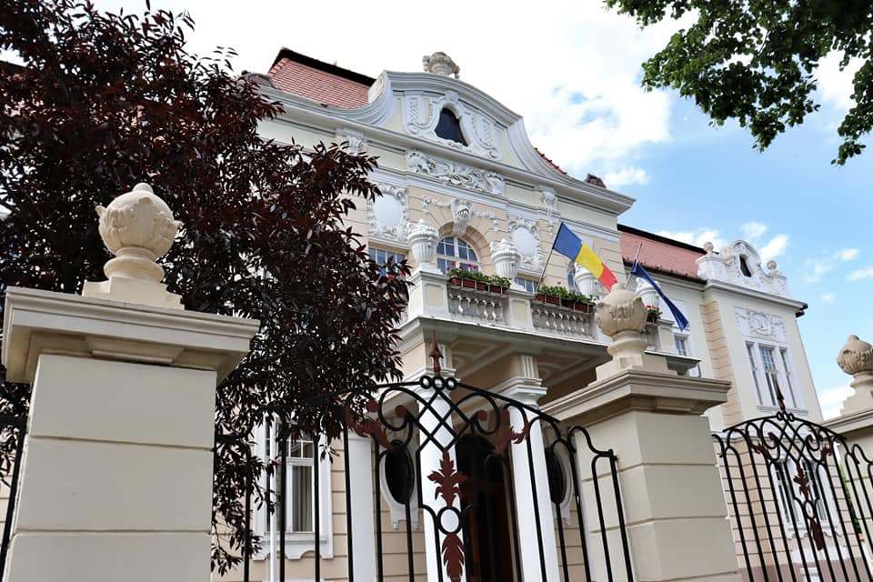 Front façade of a building with Romanian Flag in Sibiu