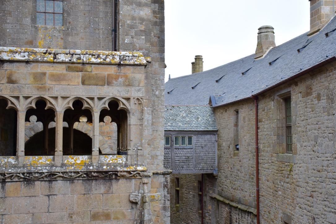 mont saint michel connecting buildings
