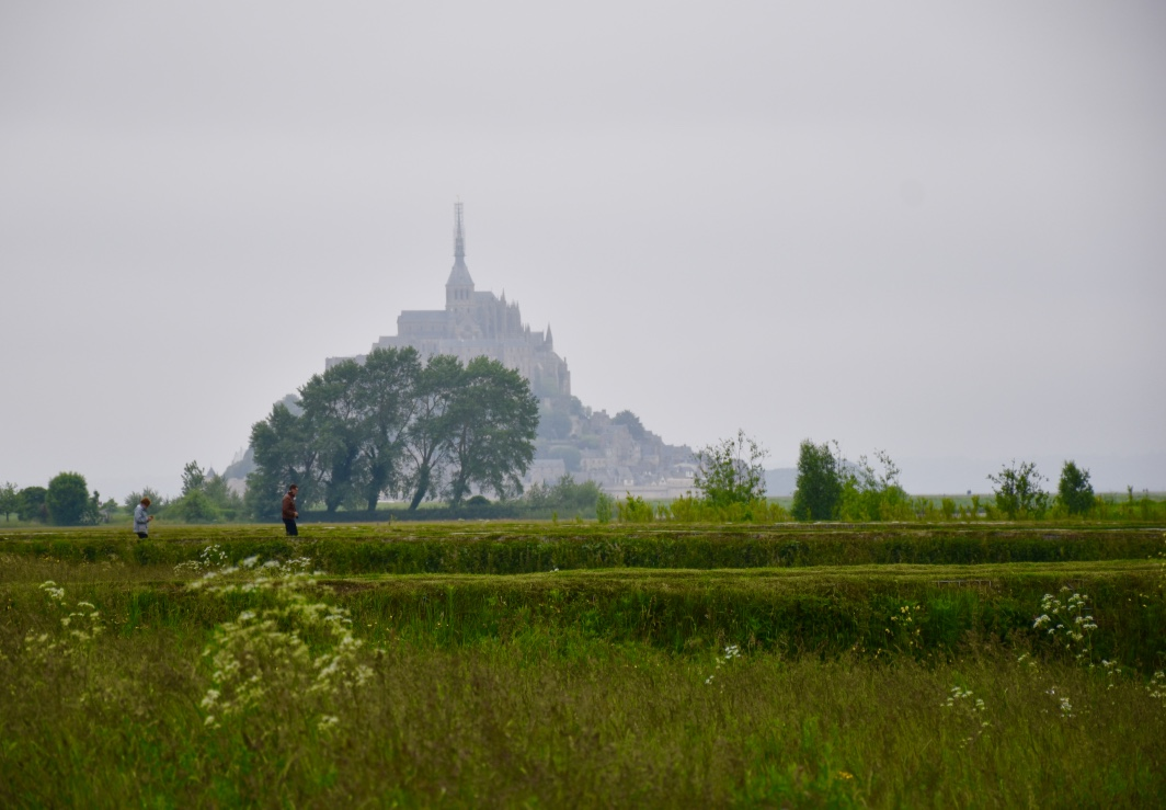 mont saint michel in distance