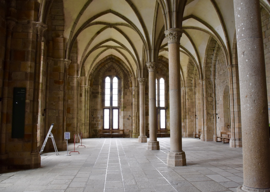 mont saint michel knights room