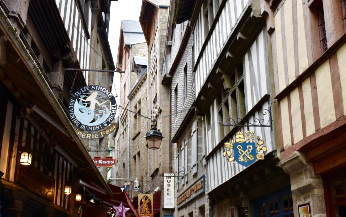 mont saint michel main street