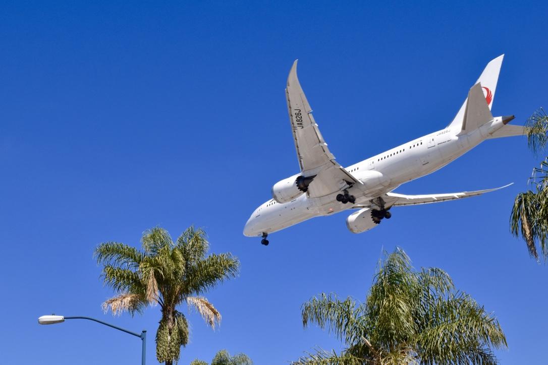plane landing san diego