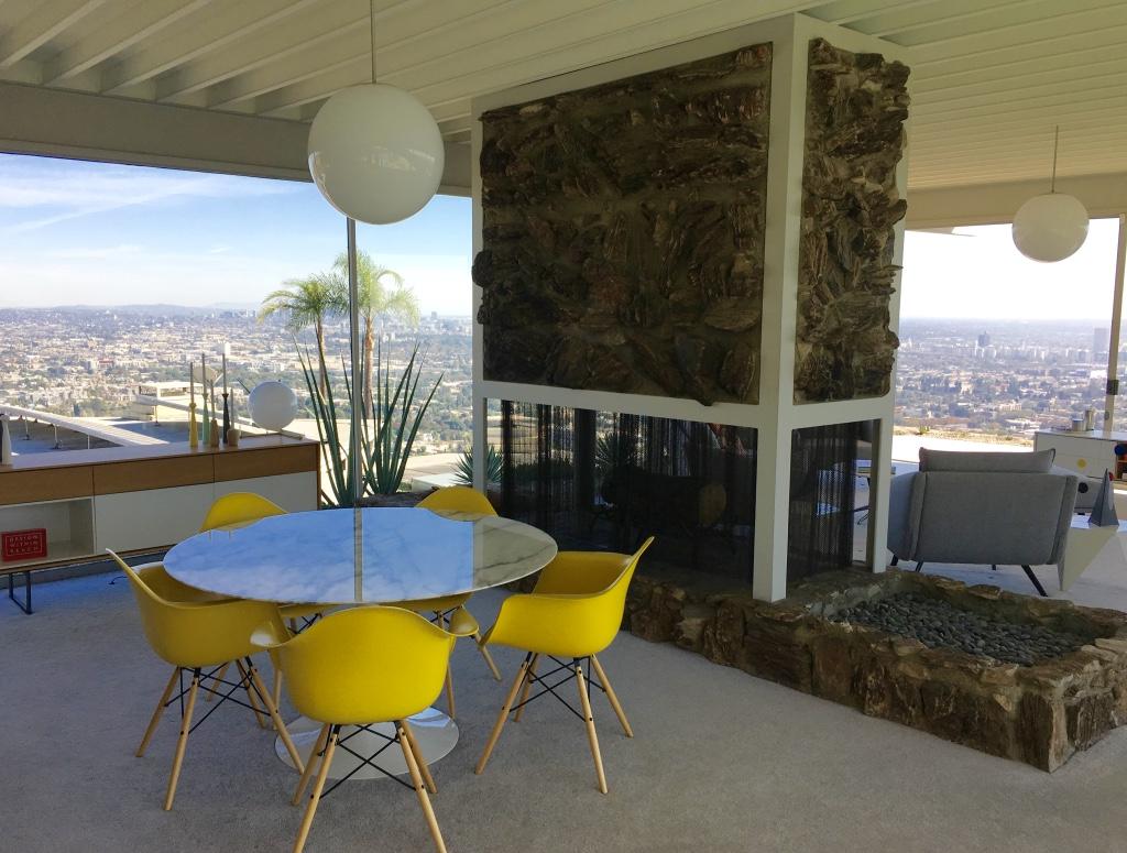 https://i1.wp.com/www.themodernpostcard.com/wp-content/uploads/2016/10/stahl-house-interior-dining-room.jpg