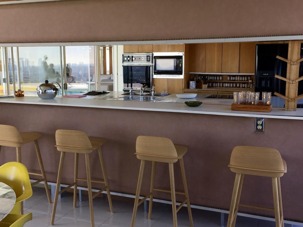 https://i1.wp.com/www.themodernpostcard.com/wp-content/uploads/2016/10/stahl-house-interior-kitchen.jpg