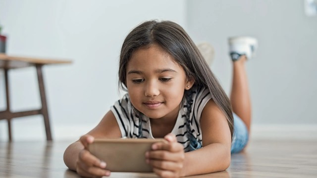 Social Media and electronic devices are everywhere. Check out these Tips to Prevent Your Children from Developing Digital Addiction #parentingtips #parentingadvice #parenting #socialmediaadditcion #digitaladdiction