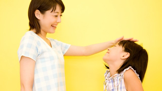 Teaching your children consideration doesn't have to be a challenge. Here are four easy tips for teaching children kindness. #parentingtips #kindnessmatters