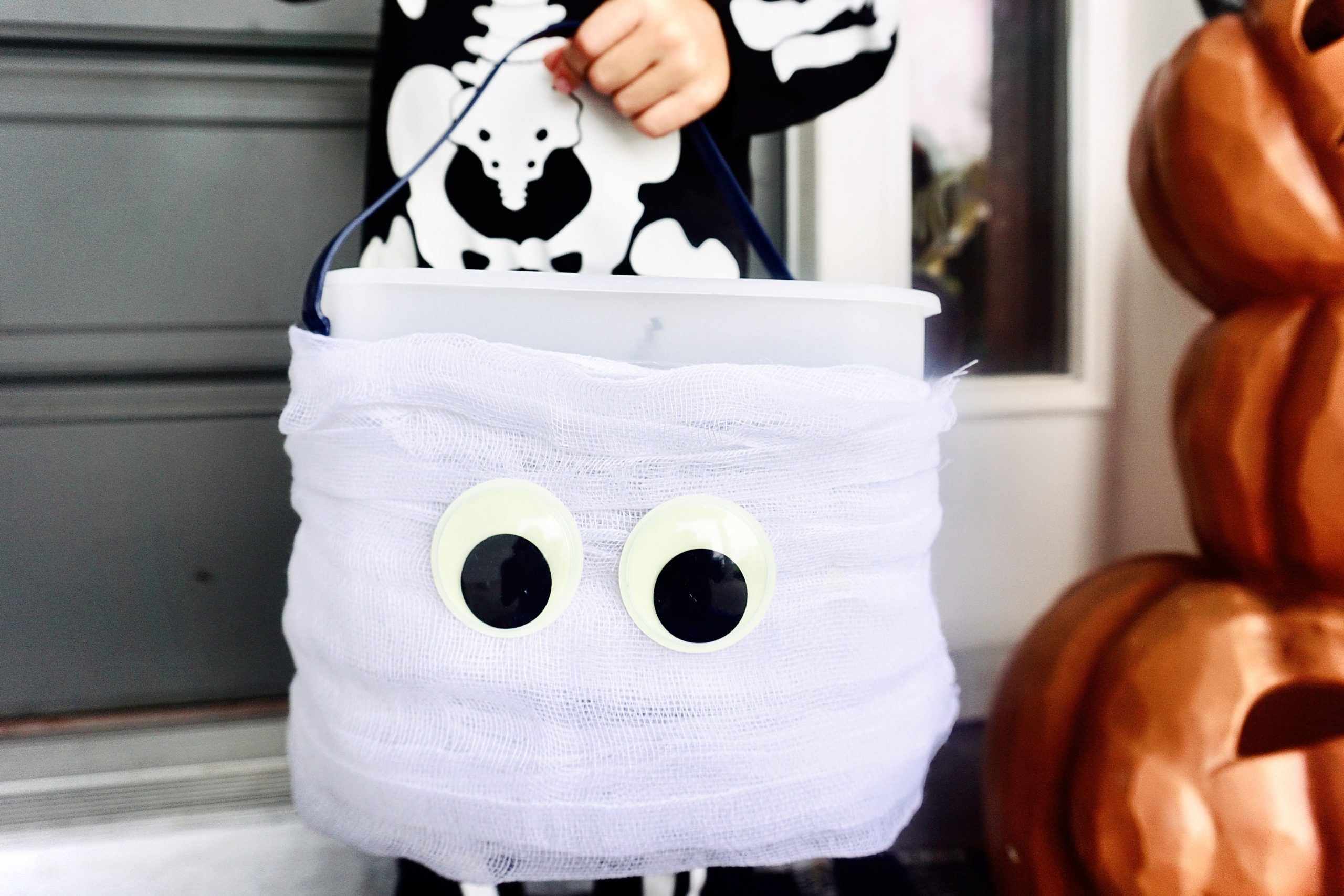 Mini-Cauldron Creature Sundaes and DIY Mummy Trick or Treat Pail in Just 3 Simple Steps