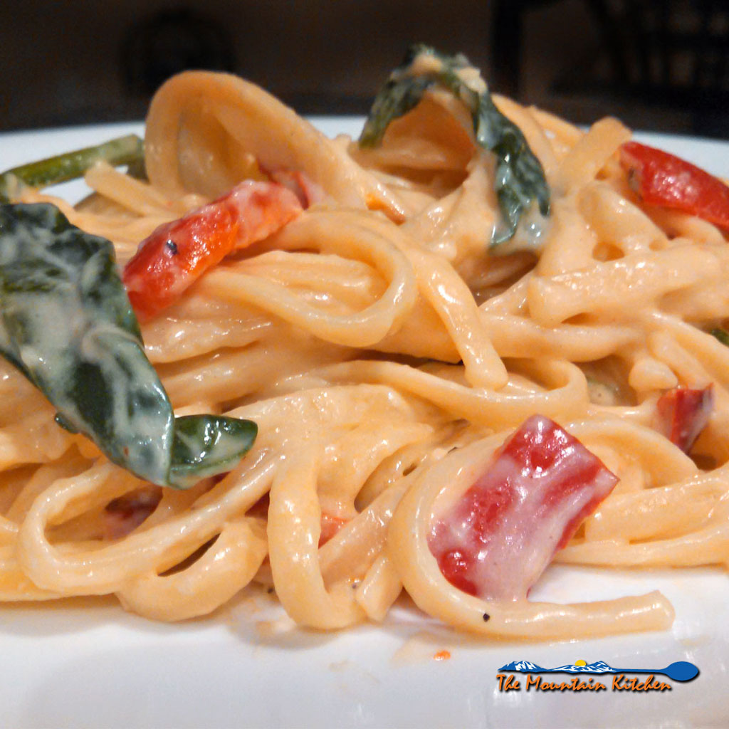 Red Pepper Spinach Linguine {A Meatless Monday Recipe
