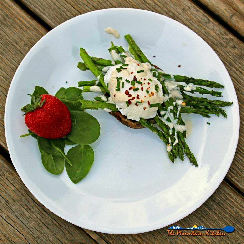 Asparagus Eggs Benedict With Portobello Mushrooms {A Meatless Monday Recipe