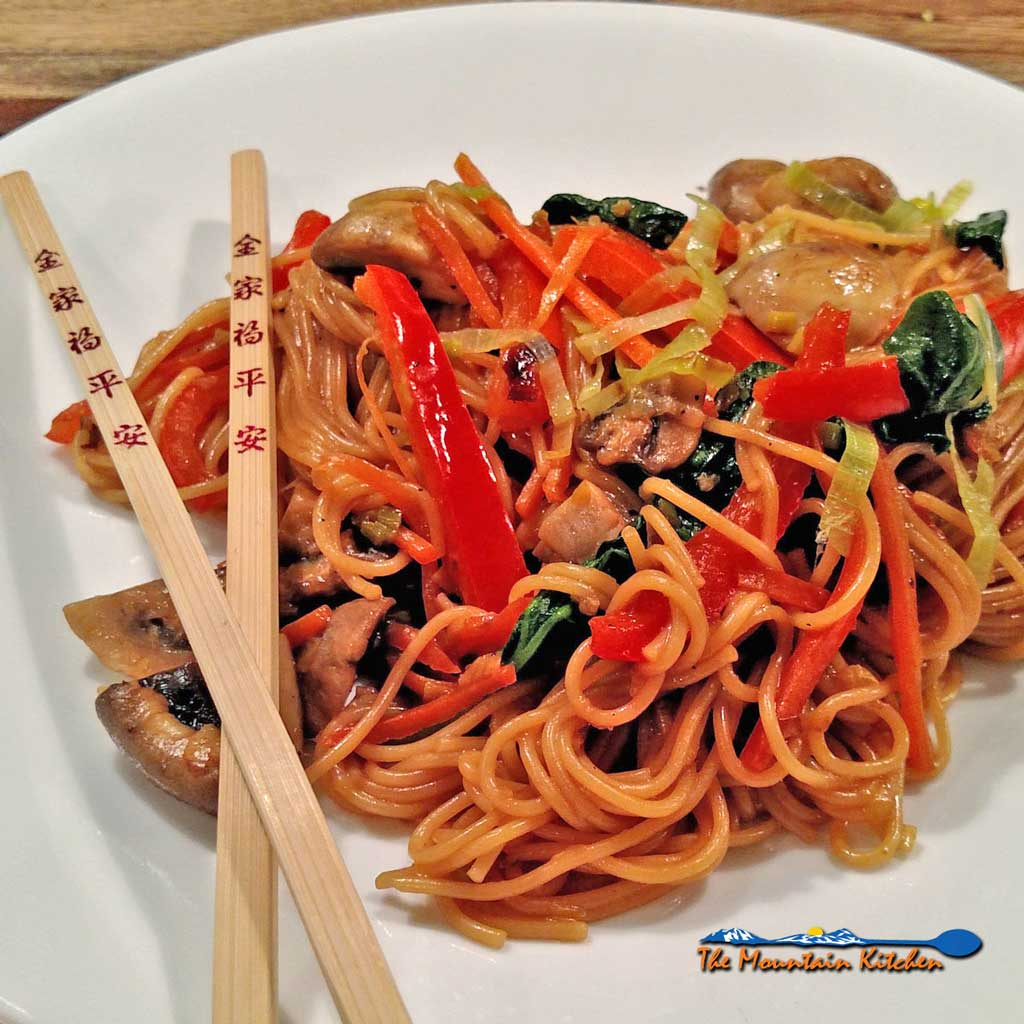 Fake Lo Mein {A Meatless Monday Recipe