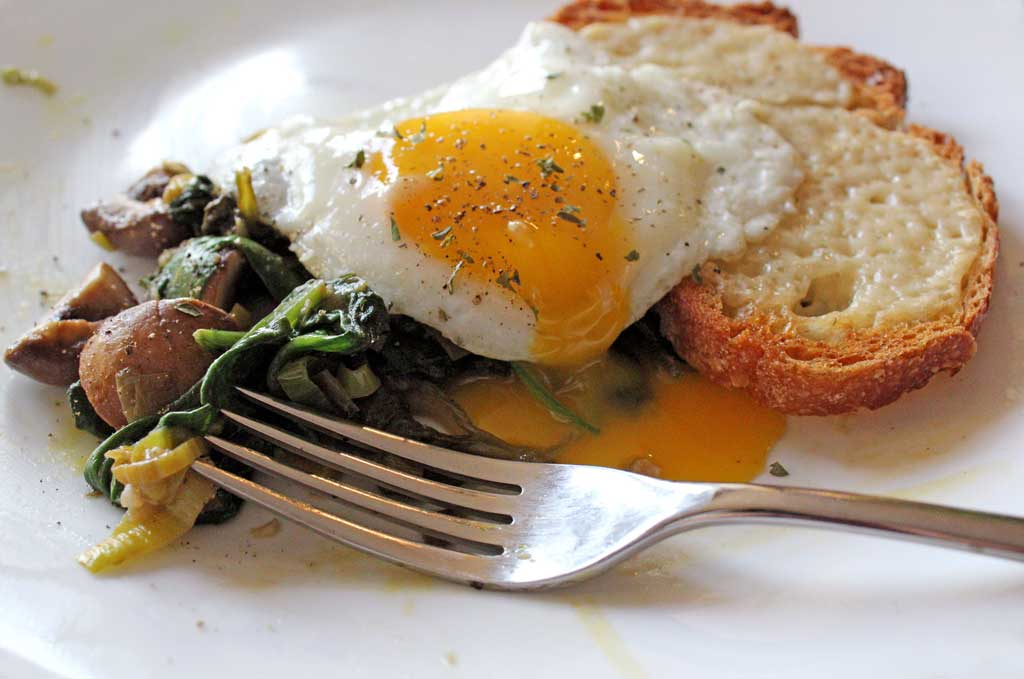 Leeks and Mushrooms With Cheesy Toasts and Fried Eggs, this really yummy big plate of fried eggs, cheesy toasts, and scrumptious sautéed leeks and mushrooms. It is simple, comforting, and can be eaten for supper as well as for breakfast or brunch. | TheMountainKitchen.com