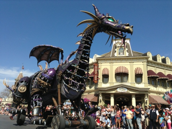 https://i1.wp.com/www.themouseforless.com/blog_world/wp-content/uploads/2014/03/Festival-of-Fantasy-Parade-Maleficent-Float-8.jpg