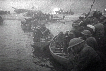 English: British troops escaping from Dunkirk ...